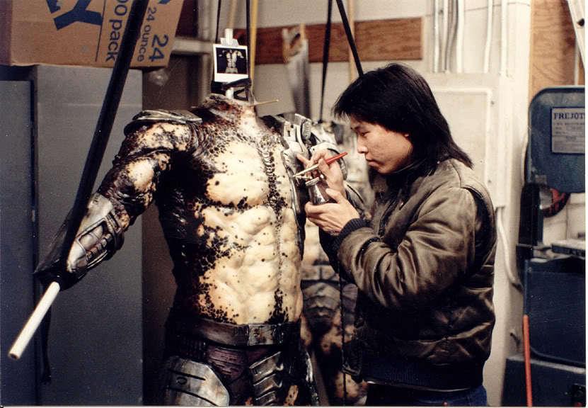 在斯坦温斯顿工作室时期的Steve Wang正在制作铁血战士的戏服。