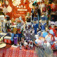 上海虹桥天地圣诞市集上的胡挑夹子玩具