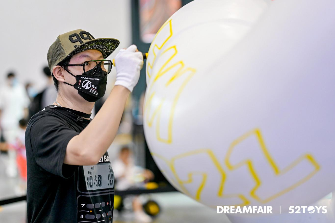 X2R在DREAMFAIR 2021展会现场涂鸦创作