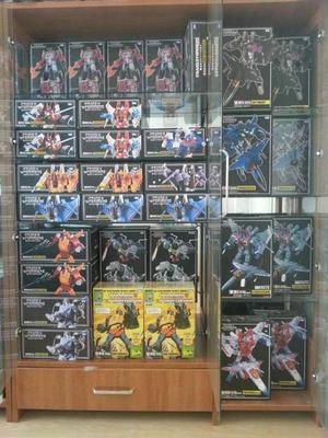 自己收藏的一些变形金刚玩具,每天展示一个柜子。